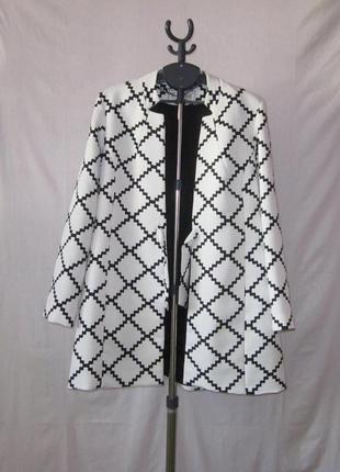 Очень красивый стильный модный плащ - легкое пальто