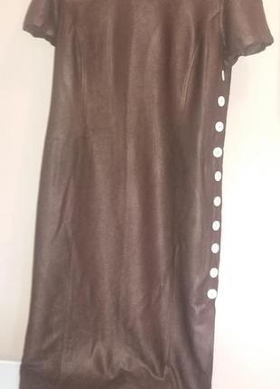 Бутиковое шикарное макси платье италия, от подмышки и донизу разрез  на контрастных пуговицах