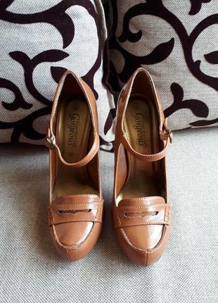 Много недорогой красивой обуви