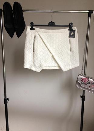 Новая фактурная асимметричная юбка с молниями