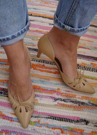 Шикарные туфли лодочки на маленьком каблуке