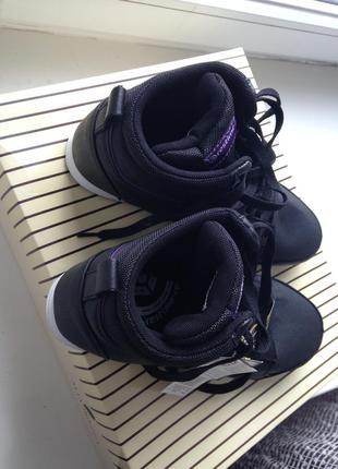 Кроссовки с кожаными вставками. размер 39. стелька 25,7см.