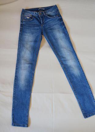 Прямые облегающие джинсы pull&bear