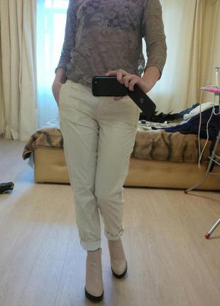 Актуальные светлые брюки (штаны) vdp золотисто бежевого цвета