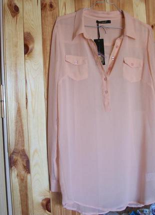 Очень класная  удлиненная блуза с рубашечным покроем в нежной персиковой гамме bl qed london