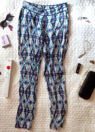 Яркие легкие брюки oodji