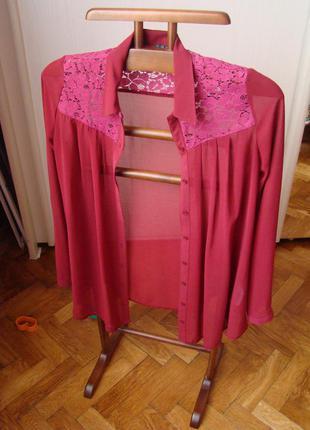 Бордовая блуза с кружевом