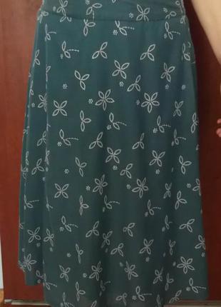 Темно-бирюзовая юбка миди на подкладке и с вышивкой