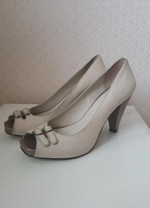 Классические бежевые туфли в стиле прованс
