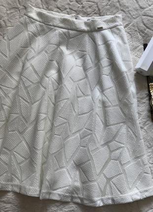 Новая молочная расклешенная юбка aswear