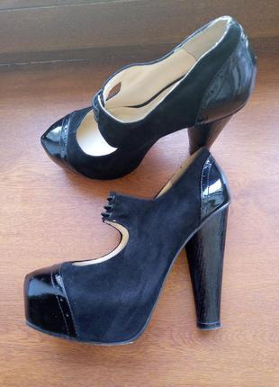 Кожаные туфли в стиле pin up