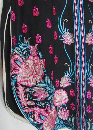 Удлиненная блузка с трендовой вышивкой