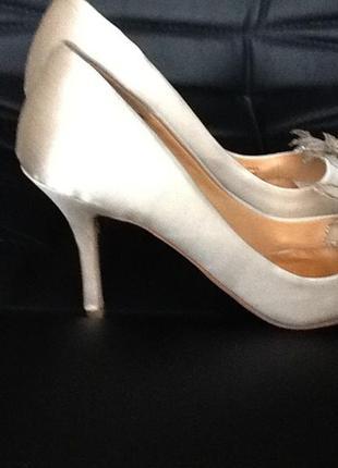 Шикарные свадебные туфли. оригинал.