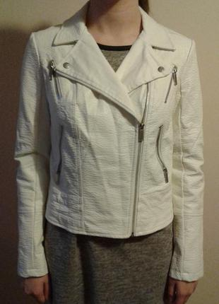 Курточка, белая, новая.