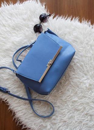 Небесно-голубая вместительная сумка