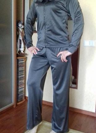 Спортивный прогулочный костюм adidas