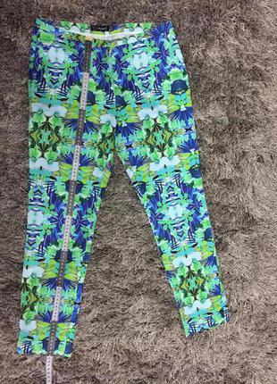 Стильні якісь весняні штани ( брюки ) .