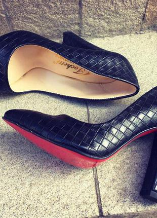 Женские туфли/туфли каблук/высокий каблук/средний каблук/черные туфли/красная подошва