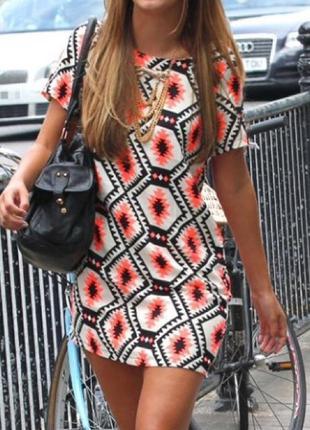 Коротенькое стильное платье прямого кроя от vera&lucy