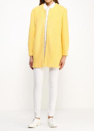 Легкое желтое пальтишко