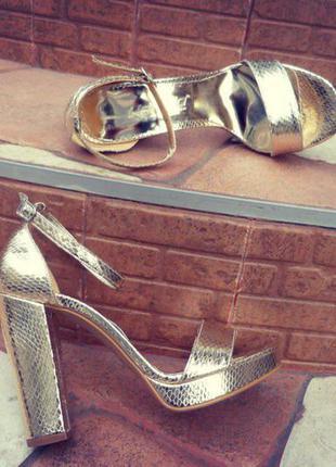 Босоножки/женские босоножки/золотистые босоножки/высокий каблук/танкетка/платформа
