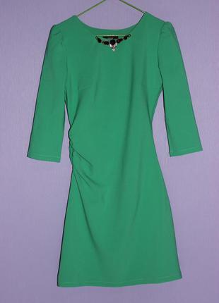 Красивое платье зеленого цвета