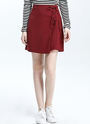 Бордовая юбка на шнуровке