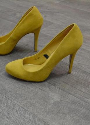 Горчичные туфли на каблуке atmosphere
