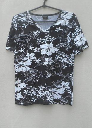 Трикотажная летняя футболка с  орнаментом