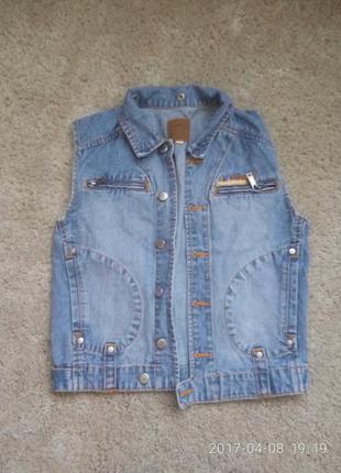 Модная джинсовая жилеточка,  36-38