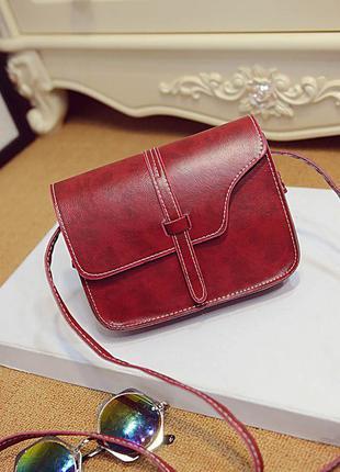 Маленька сумочка кольору марсала