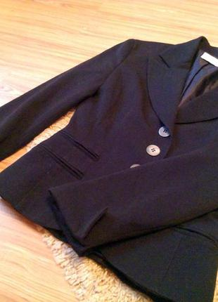 Пиджак чёрный,приталеный