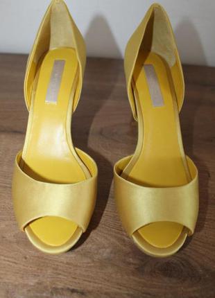 Шикарные желтые босоножки bcbg max azria, 38 размер