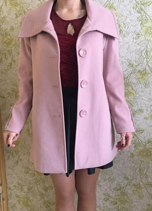 Пальто нежно-розового пастельного цвета junker