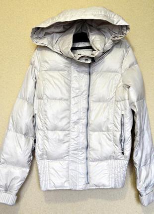 Очень крутая кремово-жемчужная пуховая курточка фирмы nike оригинал
