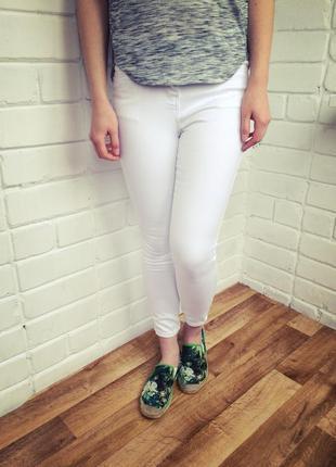 Узкие белые джинсы скинни средняя посадка