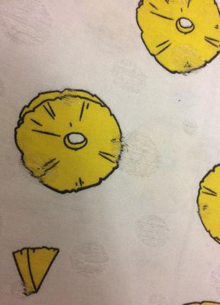 Яркая футболка с ананасами
