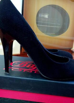 Замшевые черные туфли на шпильке buffalo 38р