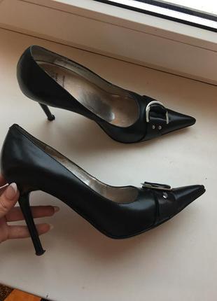 Шикарные туфли carnaby кожа