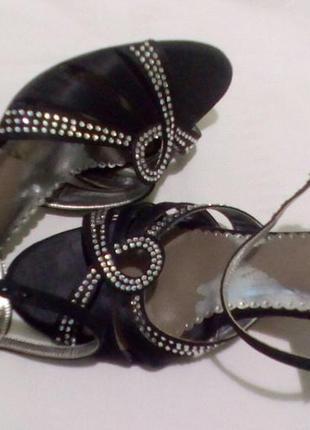 Босоножки сандали со стразами и атлас