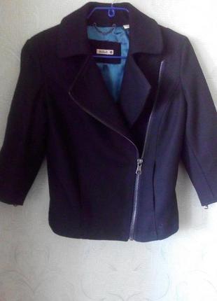 Стильная куртка-косуха,рукав 3/4 в идеальном состоянии.