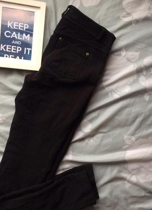 Черные обтягивающие штаны