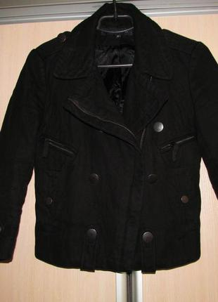 Черная укороченная куртка косуха