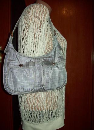 Серебристая сумка-малышка dkny в идеальном состоянии