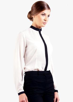 Белоснежная блуза с черной отделкой