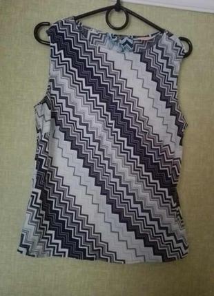 Майка в геометрический принт / блузка без рукавов
