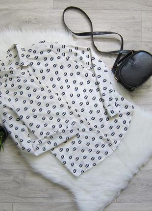 Блуза с губами