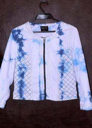 Весенняя куртка бомбер бело-голубая