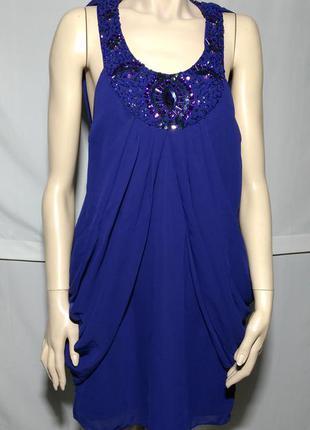 Новое фиолетовое красивое нарядное платье с украшением