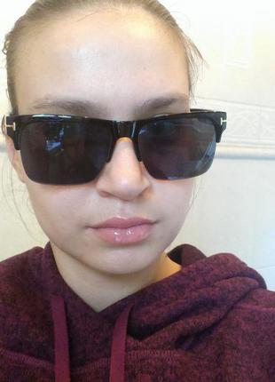 Пластмассовые очки без оправы чёрные